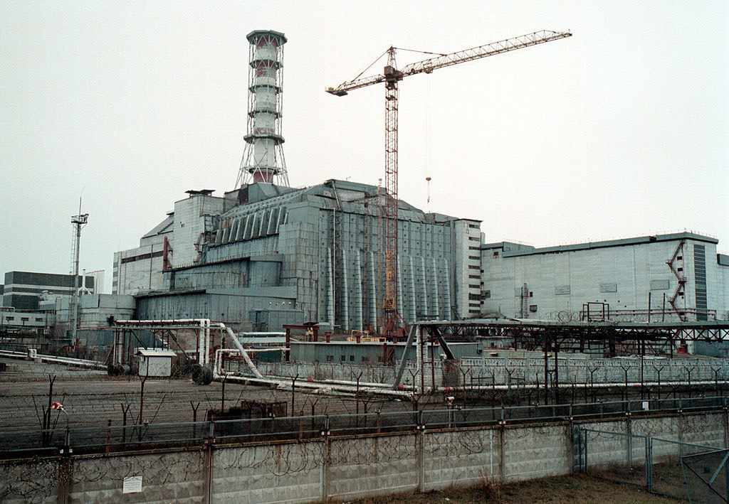 383381 01: A general view of the sarcophagus that covers the Ukraine''s Chernobyl nuclear power plant''s fourth reactor November 16, 2000 destroyed as a result of the April 26,1986 explosion. The Chernobyl plant, the site of the world''s worst nuclear disaster, was closed down for good December 15, 2000. (Photo by Yuri Kozyrev/Newsmakers)